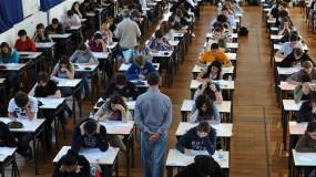 القبض على 13 طالباً فرنسياً بتهمة تسريب أسئلة الشهادة الثانوية عبر واتس آب