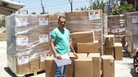 تنمية رام الله توزع الطرود الغذائية للأسر المستفيدة