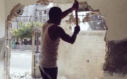 """سلطات الاحتلال تجبر الفلسطيني """"إيهاب عقيل"""" على هدم منزله بنفسه في القدس"""