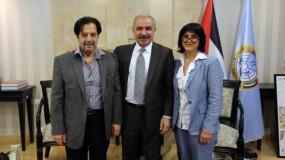 اشتية يلتقي عائلة المناضل العراقي عمر علي قائد معركة جنين