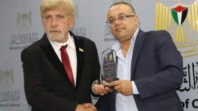 أبو سيف يكرم الشاعر دغش لفوزه بجائزة بالمي العالمية للشعر في إيطاليا