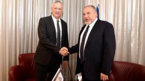 في خطوة مفاجئة...إعلام عبري: اتفاق أولي بين غانتس وليبرمان لتشكيل حكومة إسرائيلية