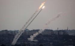 المقاومة الفلسطينية تقصف مناطق غلاف غزة وعسقلان