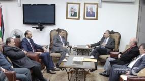 الأوقاف و الداخلية تبحثان سبل تنظيم إصدار جوازات سفر حجاج ومعتمري فلسطين