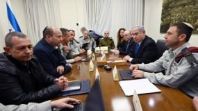 قناة إسرائيلية: وزراء في (كابينت) يعتقدون بأنه يجب إنهاء العملية العسكرية بالقطاع