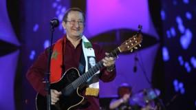 رحيل الفنان الجزائري إيدير سفير الأغنية الأمازيغية