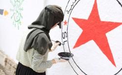 """غزة: جدارية فنية بعنوان """"فلسطين في مواجهة الاحتلال وجائحة كورونا"""""""