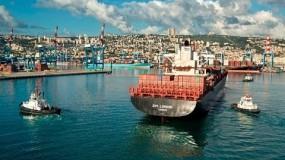أول سفينة شحن إماراتية تصل ميناء حيفا المحتلة