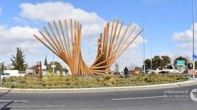 منحوتة إبداعية ضخمة للفنان غسان مفاضلة تحمل عنوان فنيق عمان