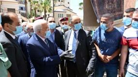 الرئيس عباس يتفقد أوضاع المواطنين في رام الله ويحثهم على الالتزام بشروط السلامة العامة