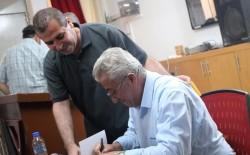 """الاتحاد العام للكتّاب والأدباء وجمعية الشبان المسيحية يرعيان حفل توقيع """" ذاكرة ضيقة على الفرح"""" للشاعر سليم النفار"""