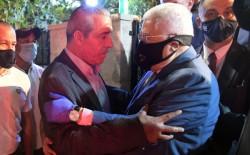 الرئيس عباس يُقدم التعازي للوزير حسين الشيخ بوفاة شقيقه