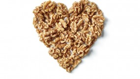 """""""دراسة تربط بين تناول نصف مقدار يومي من المكسرات، مثل الجوز """"عين الجمل""""، وبين تقليل خطر الإصابة بأمراض القلب والأوعية الدموية."""""""