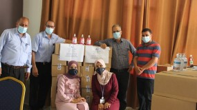 """""""شؤون اللاجئين بالمنظمة"""" تبدأ بتوزيع مساعدات طبية طارئة مقدمة من جايكا على المخيمات"""