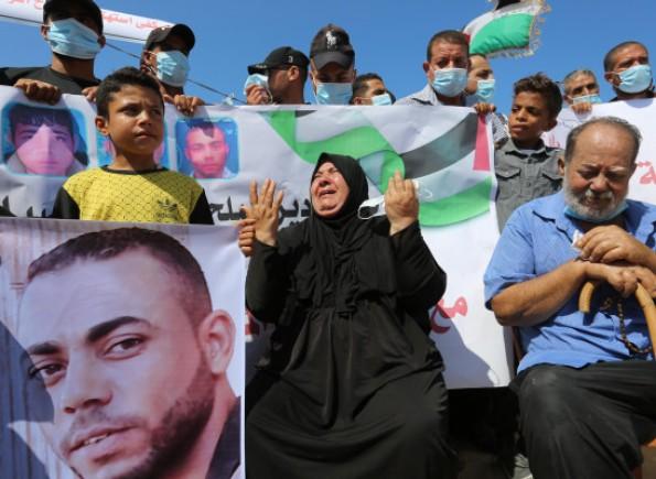 """الحكومة والفصائل ينعون الصيادين """"الزعزوع"""" و إغلاق بحر قطاع غزة حدادًا على أرواح الصيادين الزعزوع"""
