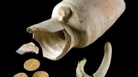 القدس: العثور على أربع قطع نقدية ذهبية من العهد الفاطمي