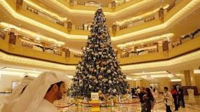 السعودية تستقبل 2021 بأشجار عيد الميلاد