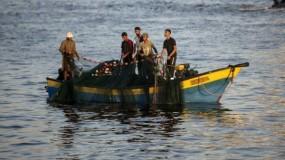 الاحتلال يعيد توسيع مساحة الصيد ويقر تسهيلات جديدة لقطاع غزة