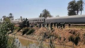"""الرئيس السيسي: كل من تسبب فى حادث قطارى سوهاج سينال الجزاء الرادع .. و""""السكك الحديدية"""" تكشف سبب الحادث"""