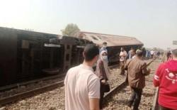 8 قتلى و109 مصابًا جراء انقلاب قطار سكة حديد في القليوبية بمصر