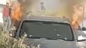 """شبان يحرقون السيارة المستخدمة بعملية """"زعترة"""" ومواجهات مع قوات الاحتلال"""