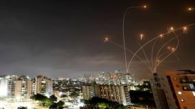 بـ 130 صاروخاً.. كتائب القسام  وسريا القدس توجهان ضربةً هي الأكبر لتل أبيب وضواحيها