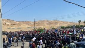 آلاف الأردنيين يتظاهرون قرب الحدود مع الاحتلال تضامناً مع غزة والقدس