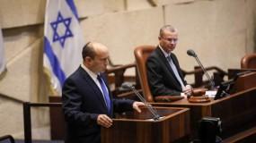 وسط أجواء صاخبة وصراخ.. (كنيست) تلتئم لتنصيب الحكومة الجديدة وبينت يحذر حماس
