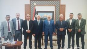 الرئيس عباس يستقبل محافظي الخليل وبيت لحم