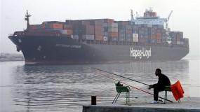قناة السويس تسجل رقما قياسيا جديدا في أعداد وحمولات السفن العابرة