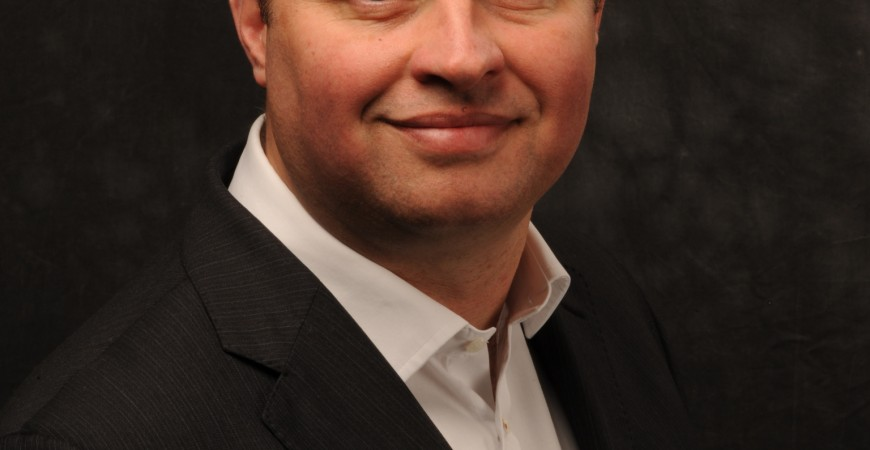 بيل فارن-براس، الرئيس التنفيذي لشركة بيتروليوم بوليسي ايجينسي، أحد المتحدثين في المؤتمر.