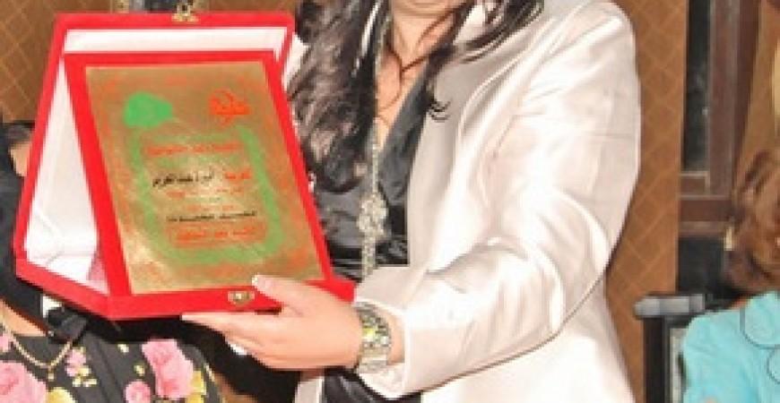 الدكتورة والشاعرة والأديبة أميرة عبد العزيز المحاضرة بجامعة السربون