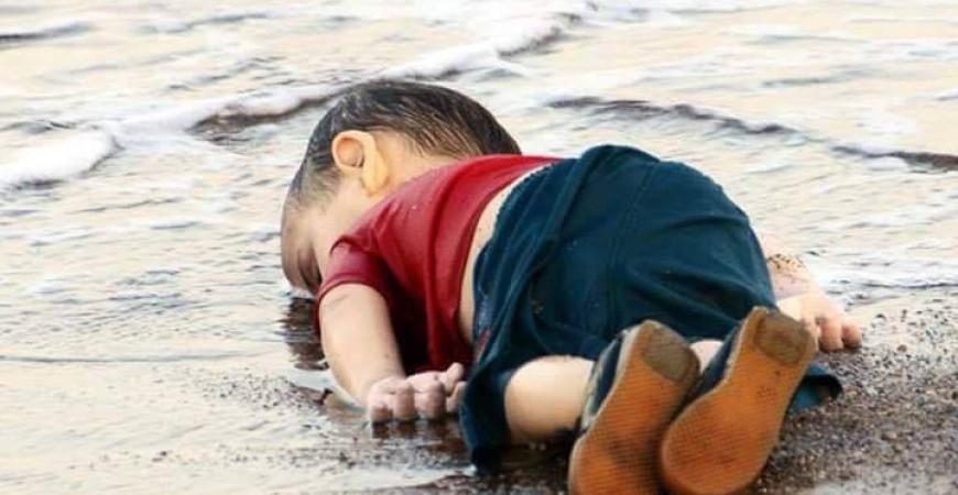 لمصورة الصحفية التركية نيلوفير ديمير التي التقطت صورة الطفل الغريق إيلآن كردي