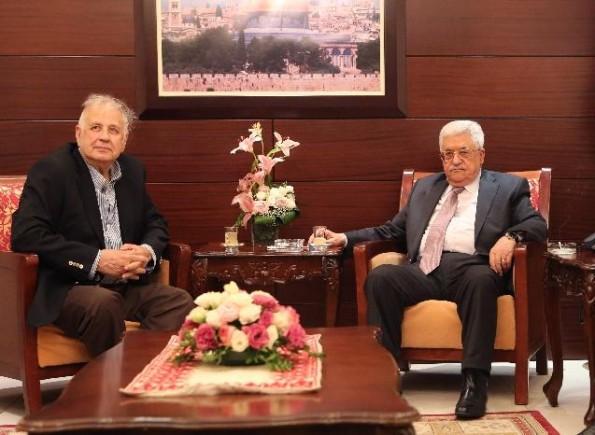 الرئيس عباس يُطالب رئيس لجنة الانتخابات المركزية بتزويده بتطورات التحضير للانتخابات العامة