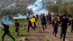 عشرات حالات الاختناق في مسيرة سلمية بقرية كفر مالك شرق رام الله