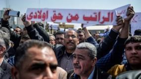 موظفون يطالبون الرئيس بإلغاء التقاعد المالي ووقف سياسة التمييز في الرواتب
