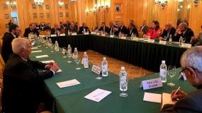 """أبو مرزوق: موسكو رحبت باستضافة مؤتمر """"الأمناء العامون"""" للفصائل الفلسطينية"""