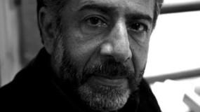 الرئيس عباس يمنح الشاعر والأديب أمجد ناصر وسام الثقافة والعلوم والفنون